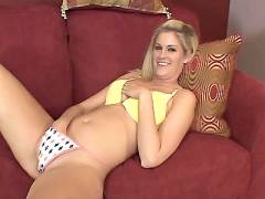 Blonde Satisfies Her Hole